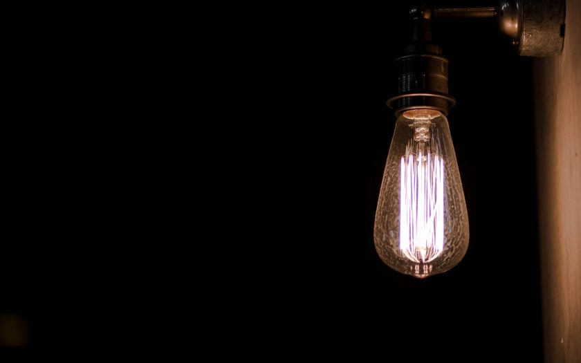 callum shaw bECXV0LLW5c unsplash 840x525 - Belysning påvirker stemningen og atmosfæren