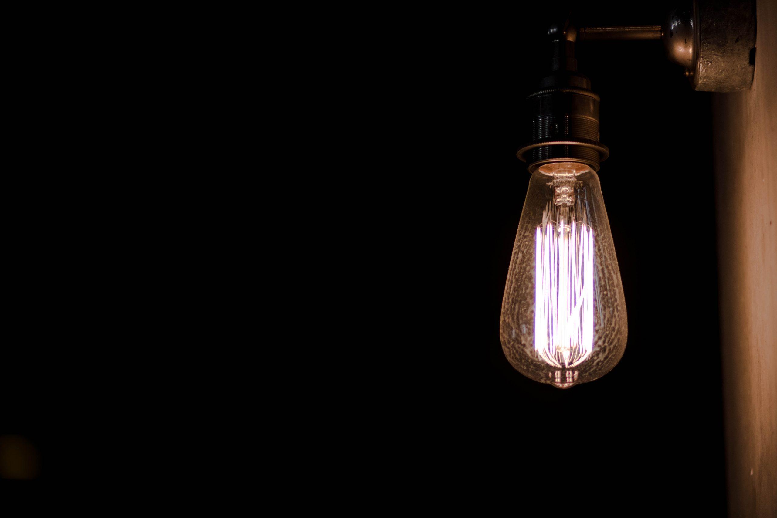 callum shaw bECXV0LLW5c unsplash scaled - Belysning påvirker stemningen og atmosfæren