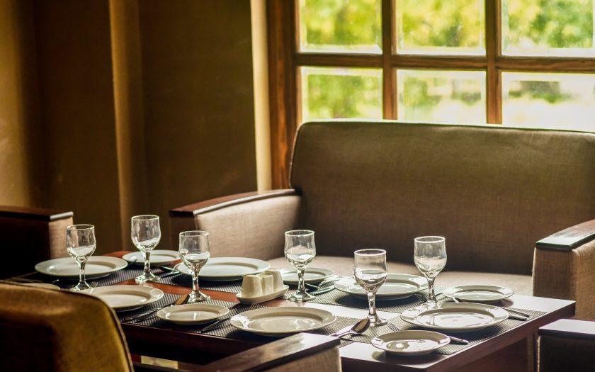 mohsin ali 2QroXfDWBqI unsplash 840x525 - Guide: Sådan er du den perfekte vært for et middagsselskab