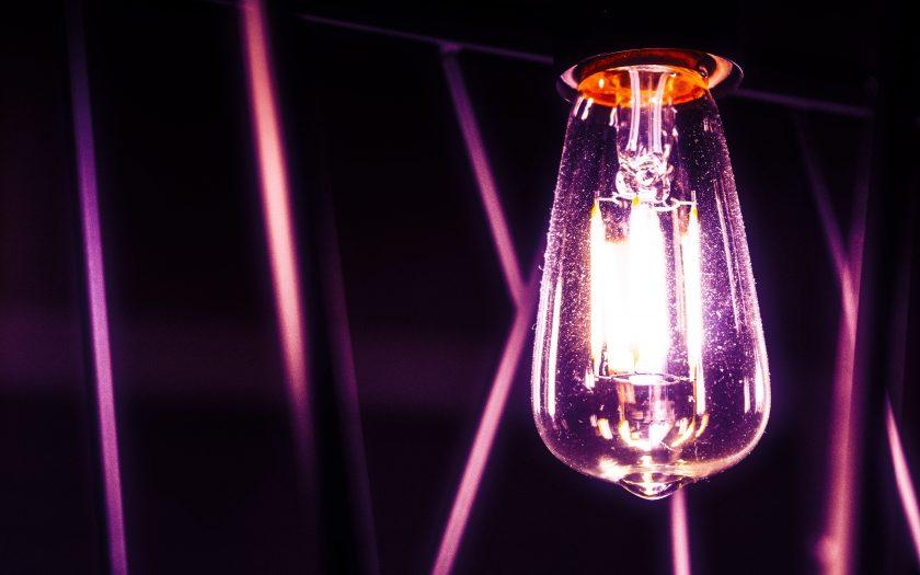 jael vallee qIlLDBoQH3M unsplash 840x525 - Hvorfor skal du vælge LED pærer?