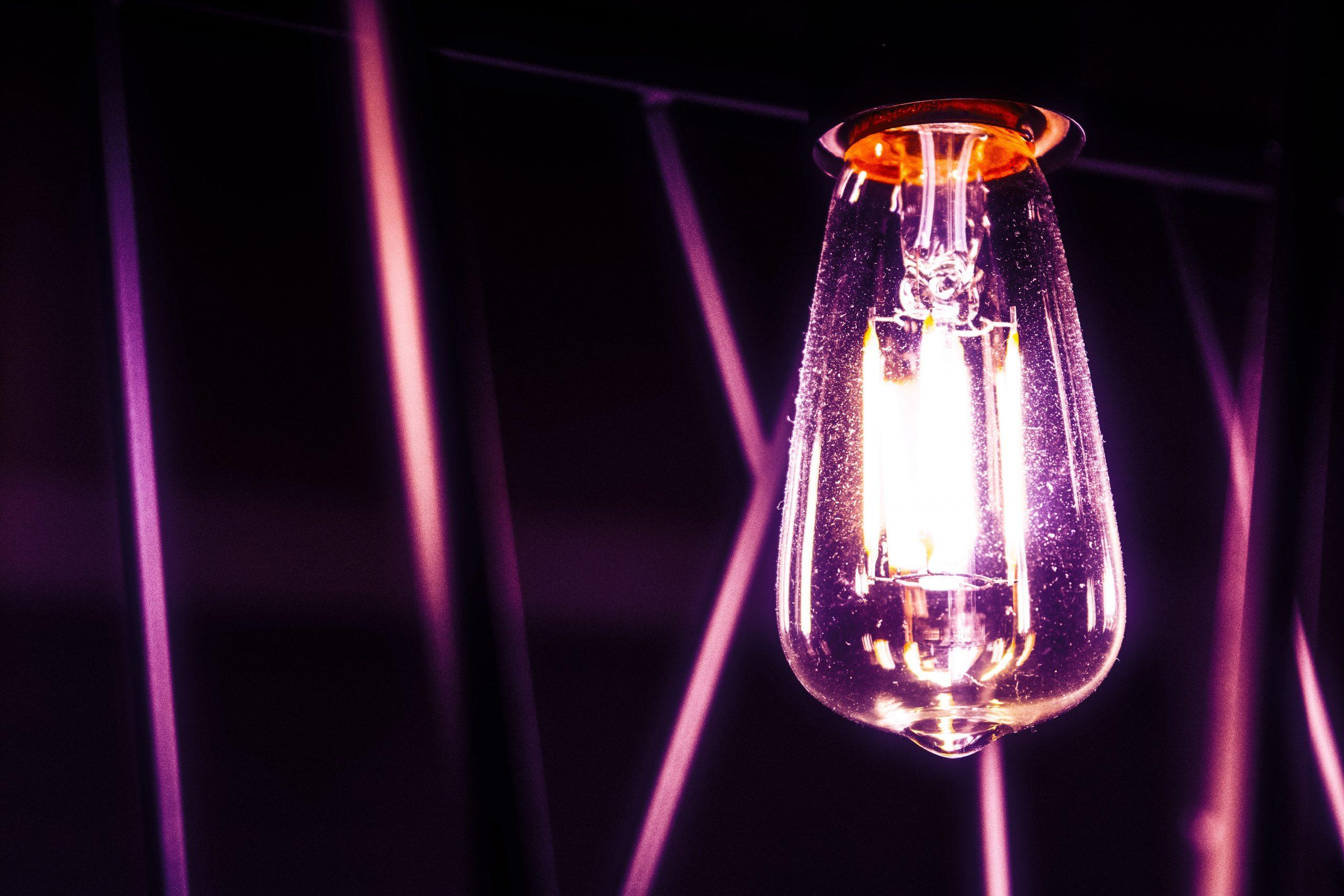 jael vallee qIlLDBoQH3M unsplash scaled - Hvorfor skal du vælge LED pærer?