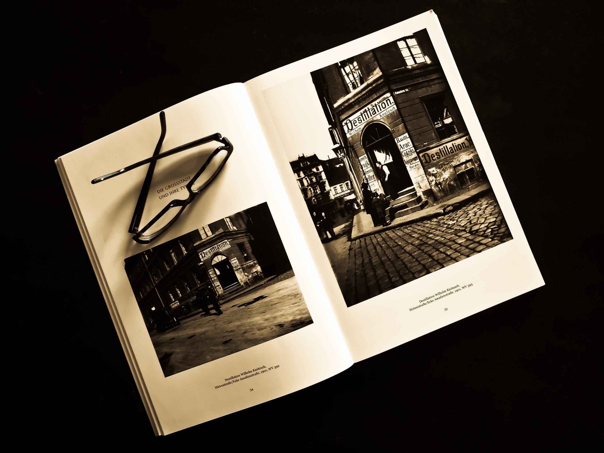 black framed eyeglasses on white photo album 159850 scaled - Oplev glæden ved en flot fotobog