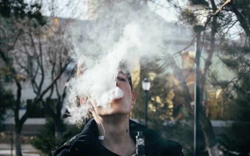 pexels ruslan alekso 1005486 840x525 - Overvejer du at prøve en e-cigaret?