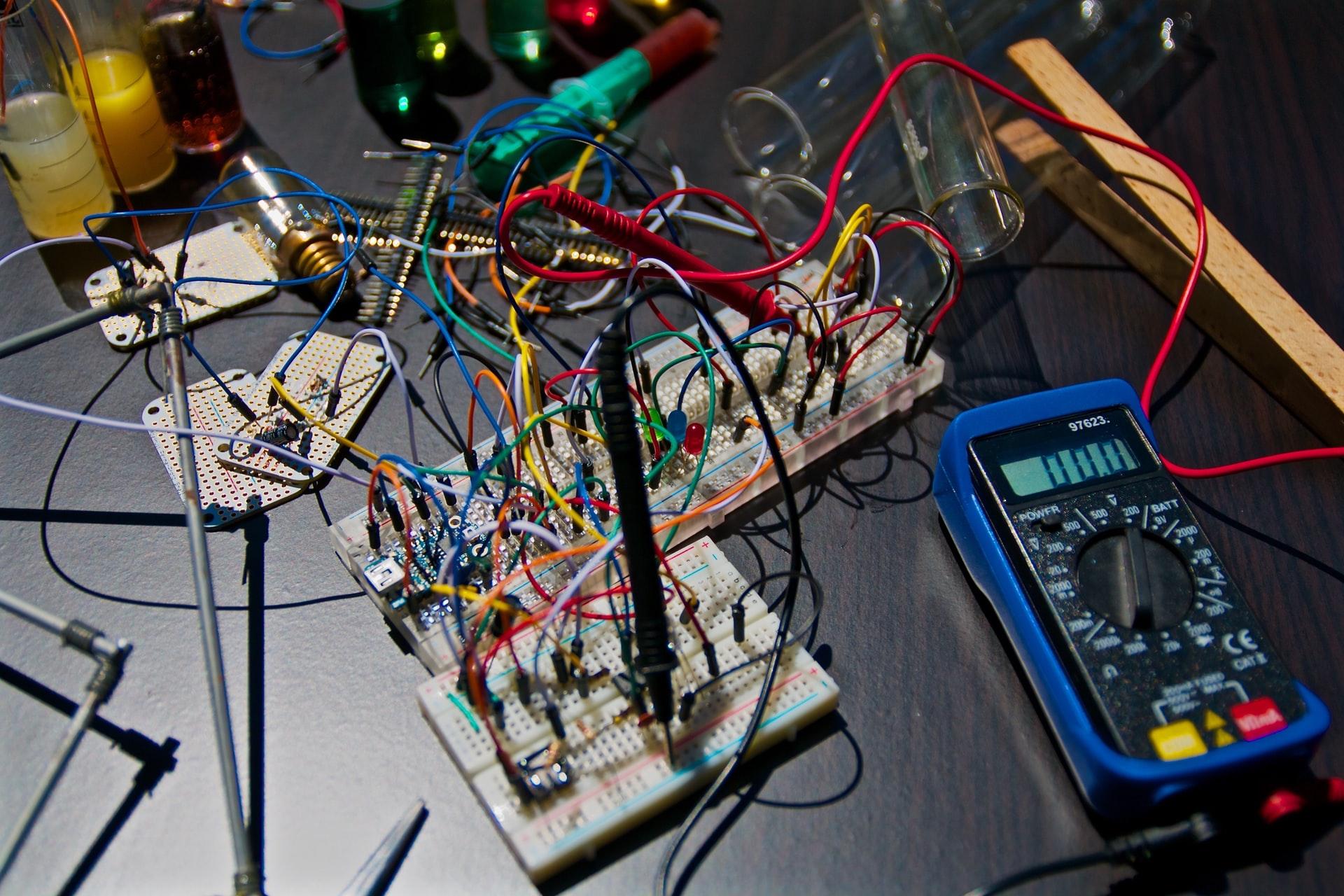 nicolas thomas 3GZi6OpSDcY unsplash - Sjove eksperimenter og aktiviteter om elektricitet for børn